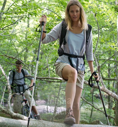 pha0084676-young-woman-hiking-in-woods