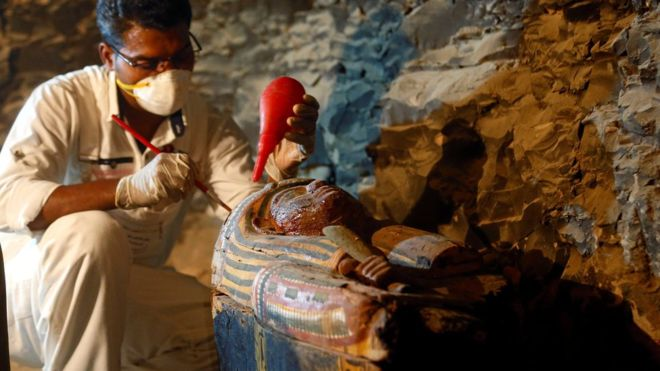 New Eygpt tomb discovered (Reuters)