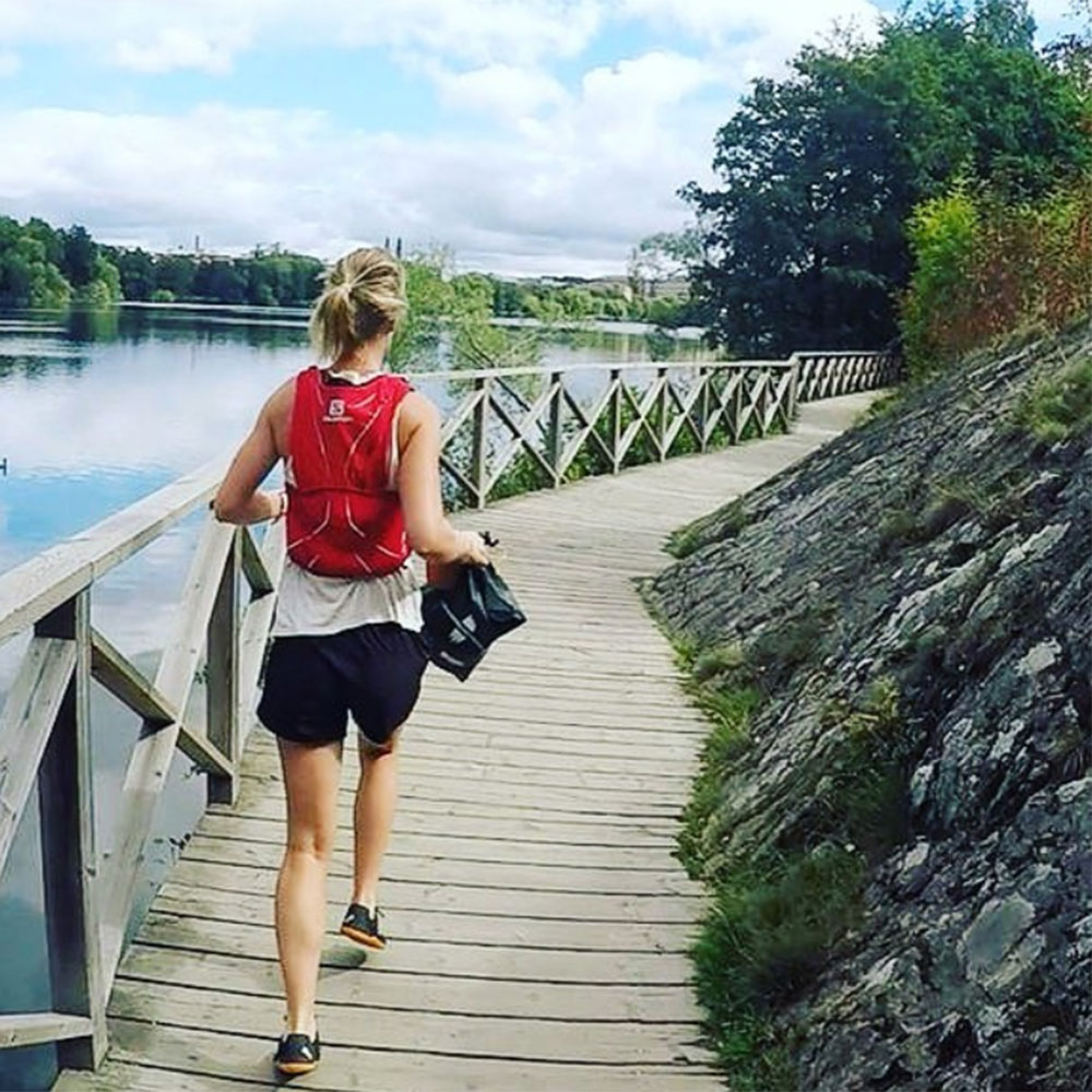 Young woman plogging (Instagram)
